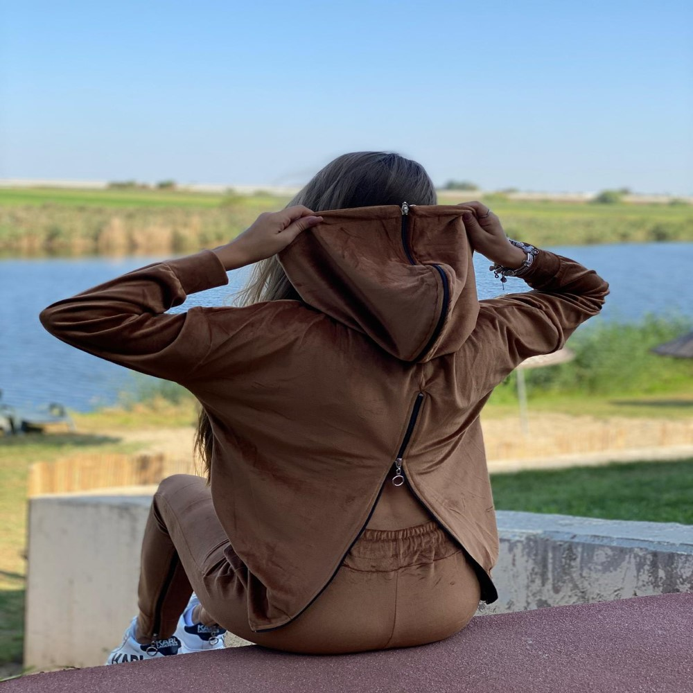 Trening Dory de catifea cu fermoar la gluga si spate Positive Fashion